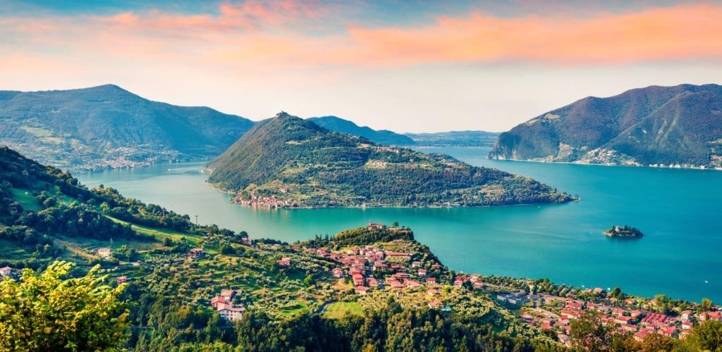 Blick auf die Insel Monte Isola in Italien