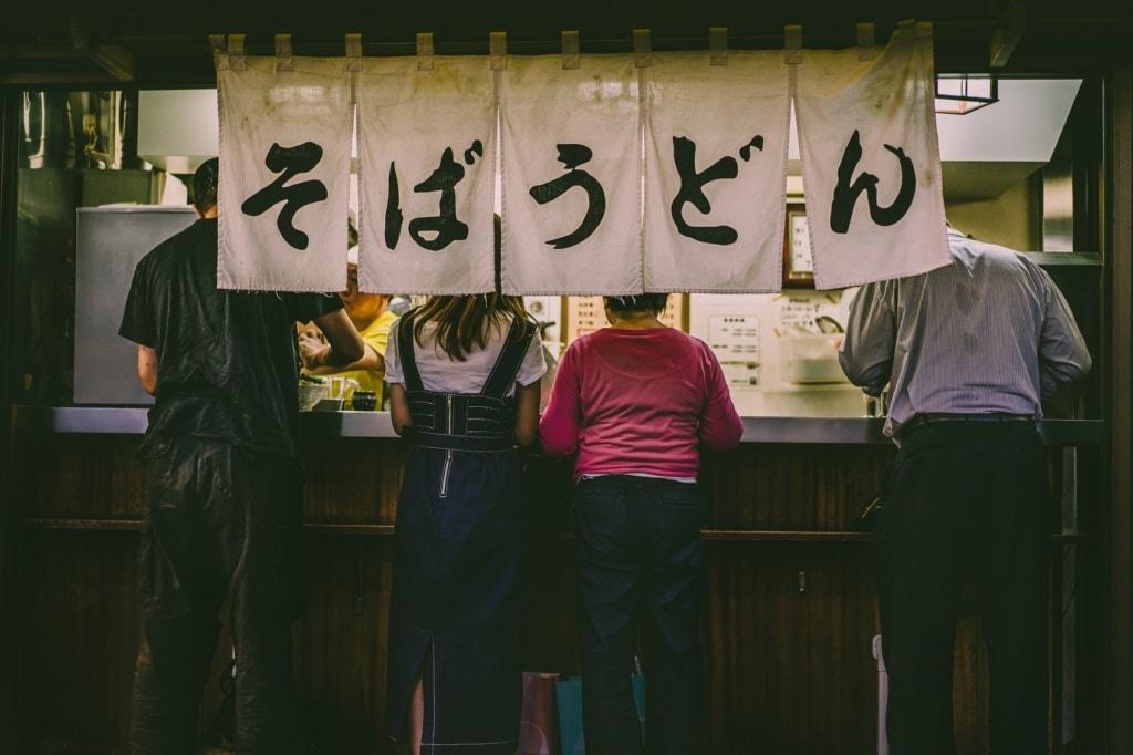 Izakayas finden sich in Japan an jeder Straßenecke.