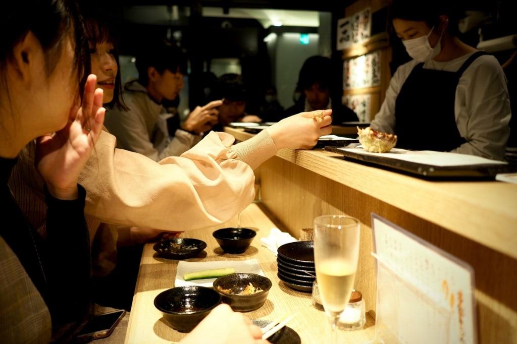 Im Izakaya kann nach Herzenslust Kulinarik aus Japan probiert werden.