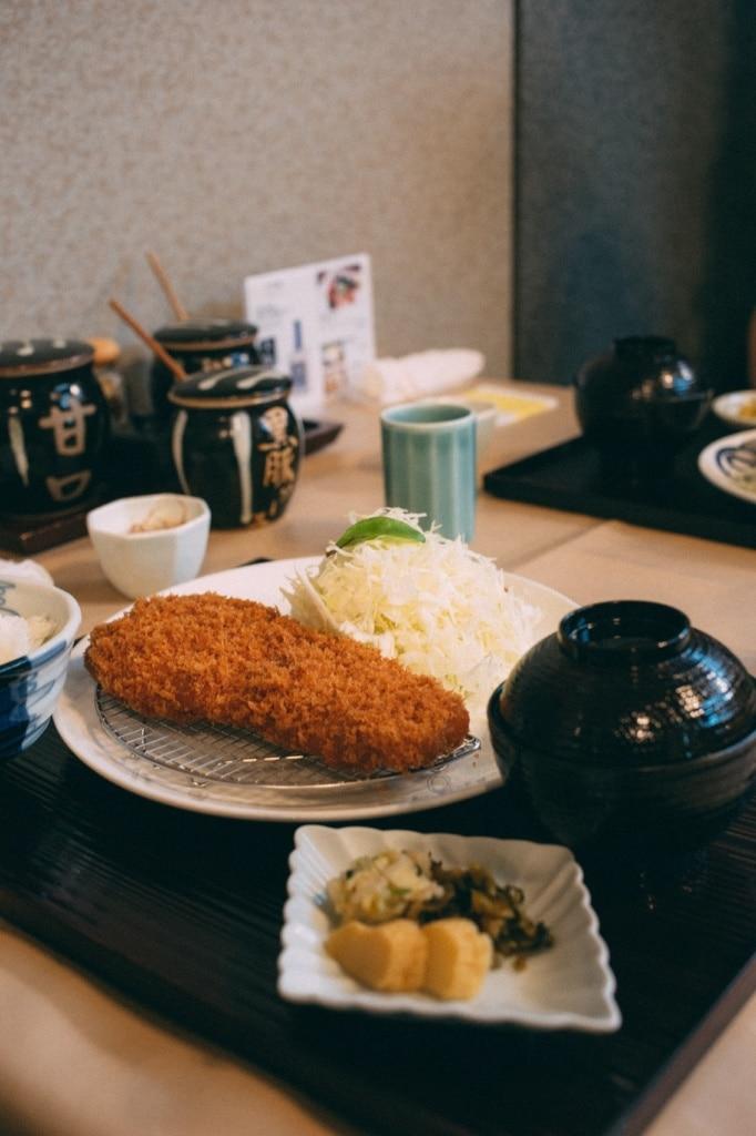 Tonkatsu ist eine der unbekannteren Speisen der Kulinarik aus Japan.