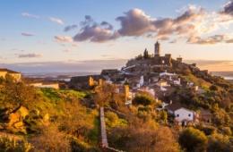 Blick auf Monsaraz in der Region Alentejo
