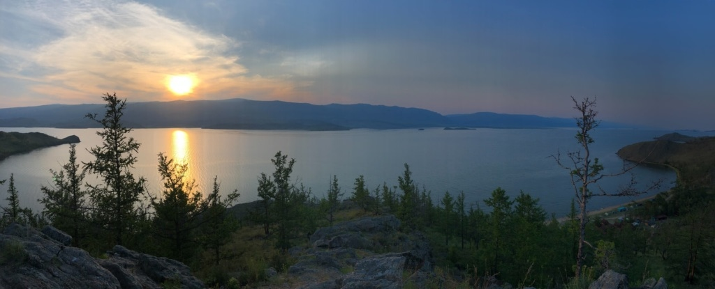 Panoramablick auf den Baikalsee