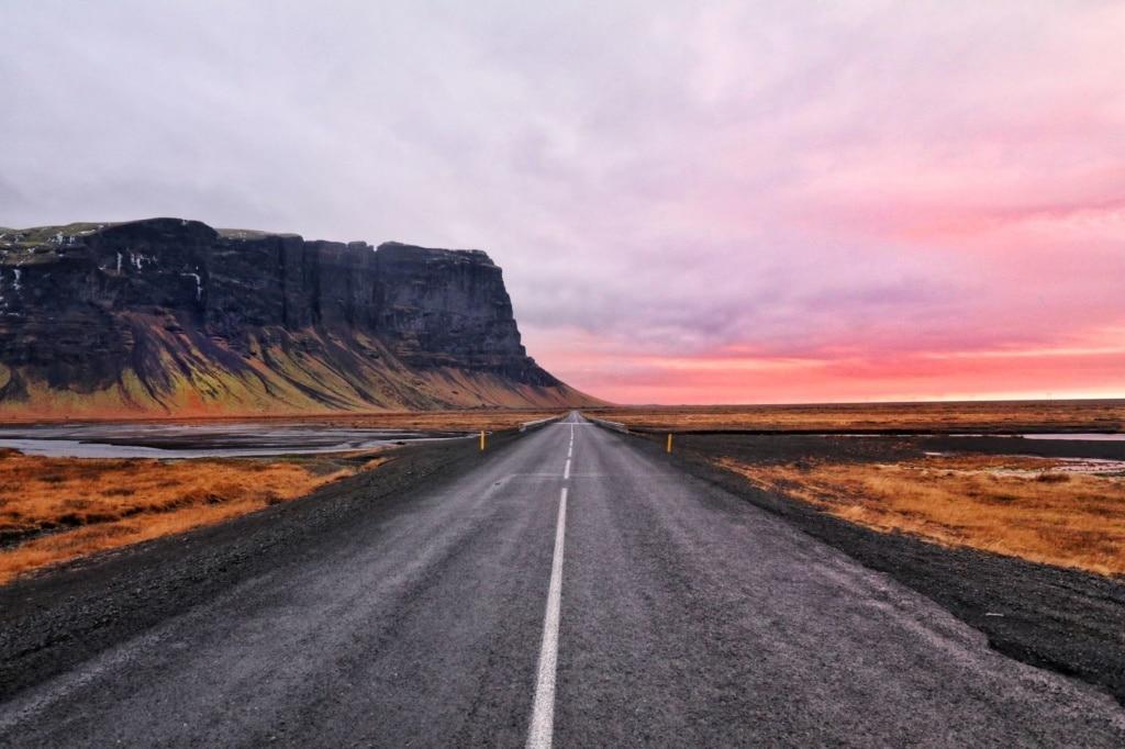 Einsame Straße in Island