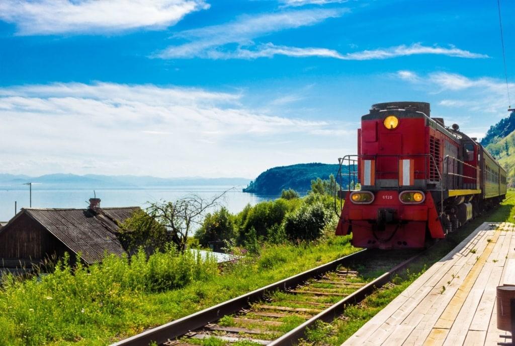 Touristenzug am Baikalsee