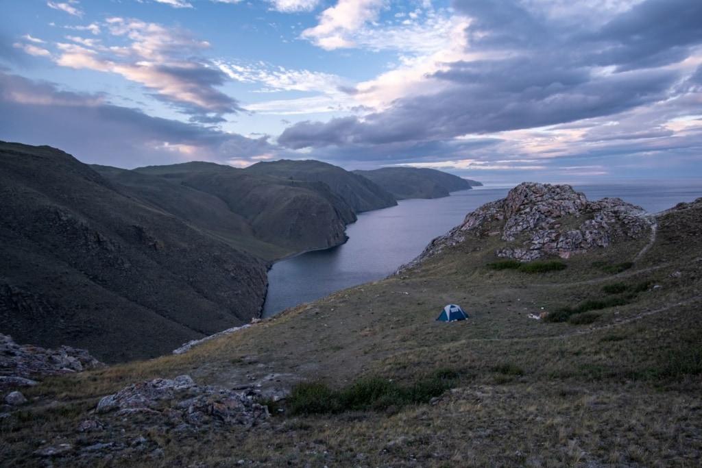Zelt mit Blick auf den Baikalsee