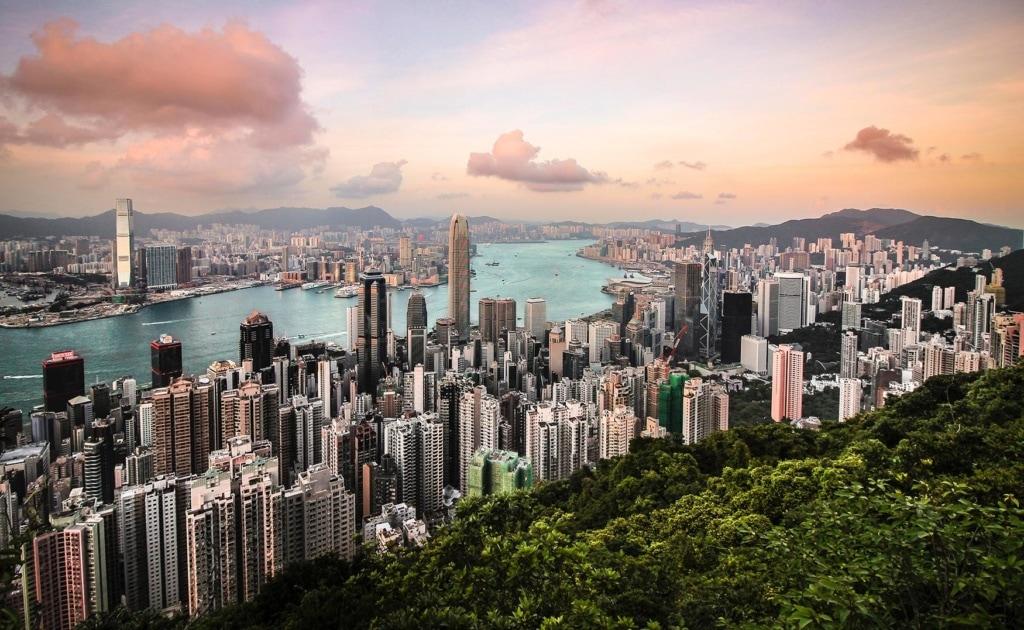 Skyline von Hongkong in der Abenddämmerung