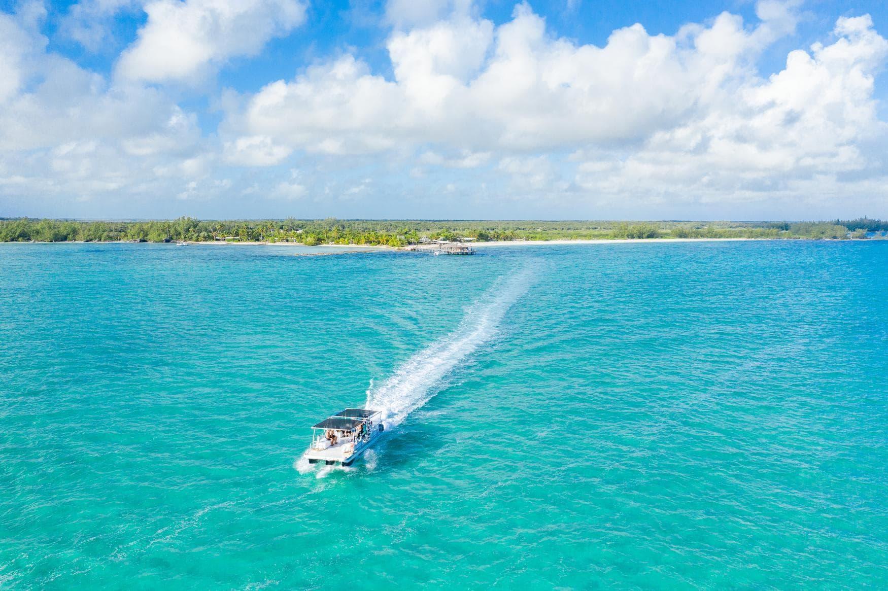 Aktivitäten auf den Bahamas: Eine Bootstour sollte man sich nicht entgehen lassen