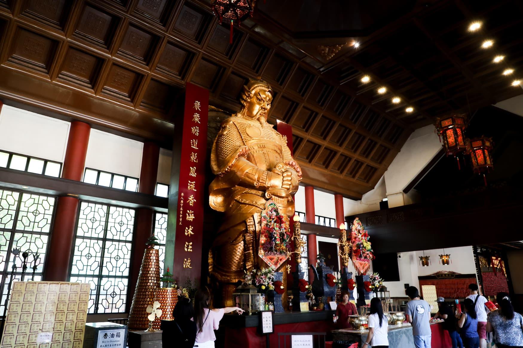 Statue im Che Kung Temple in Hongkong. Eine beliebte Pilgerstätte