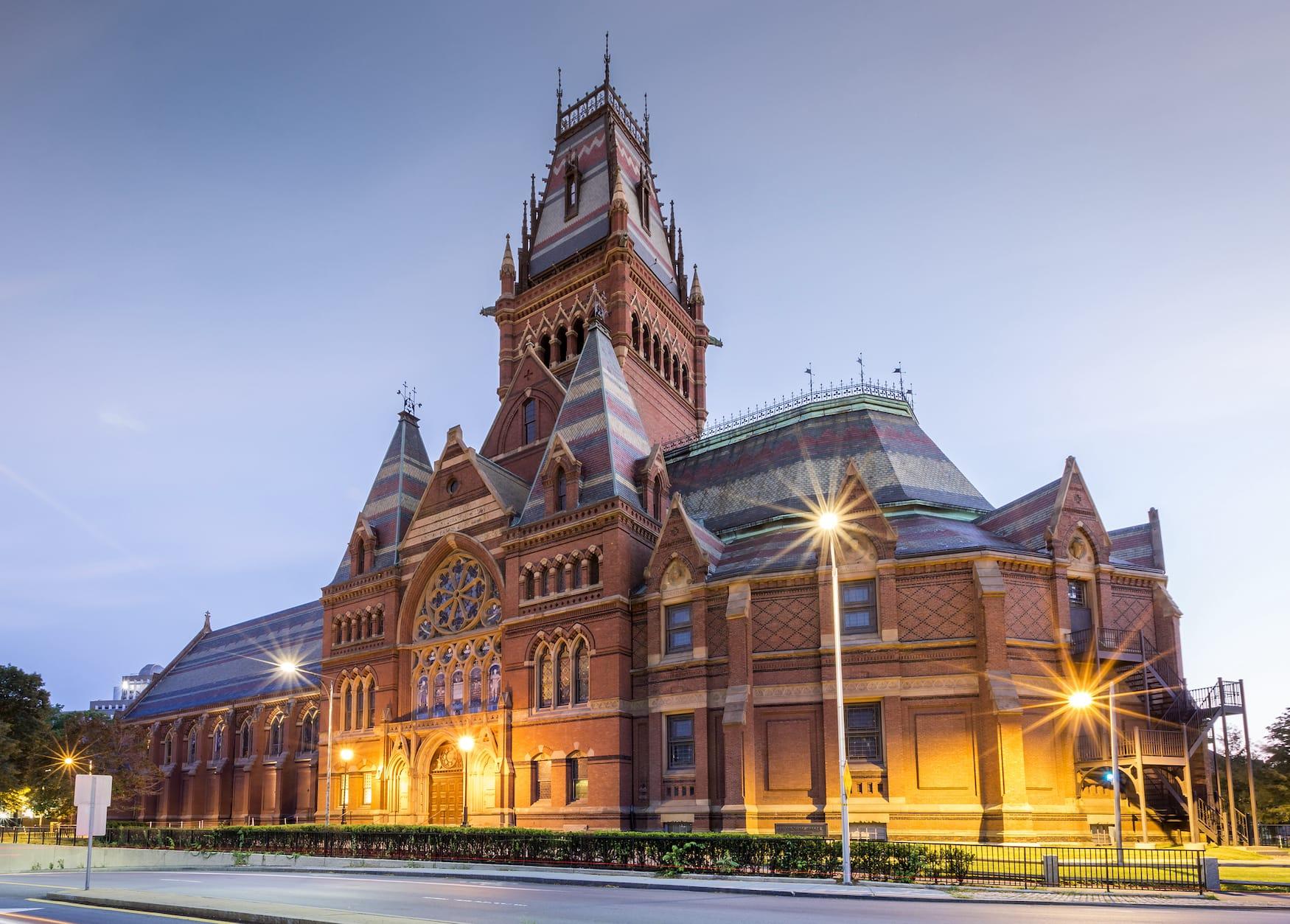 Harvard-Universität im Abendlicht