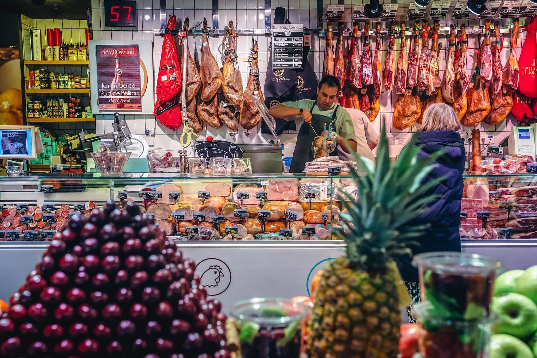 Der Mercado San Anton in Madrid ist eine der schönsten Markthallen in Spanien