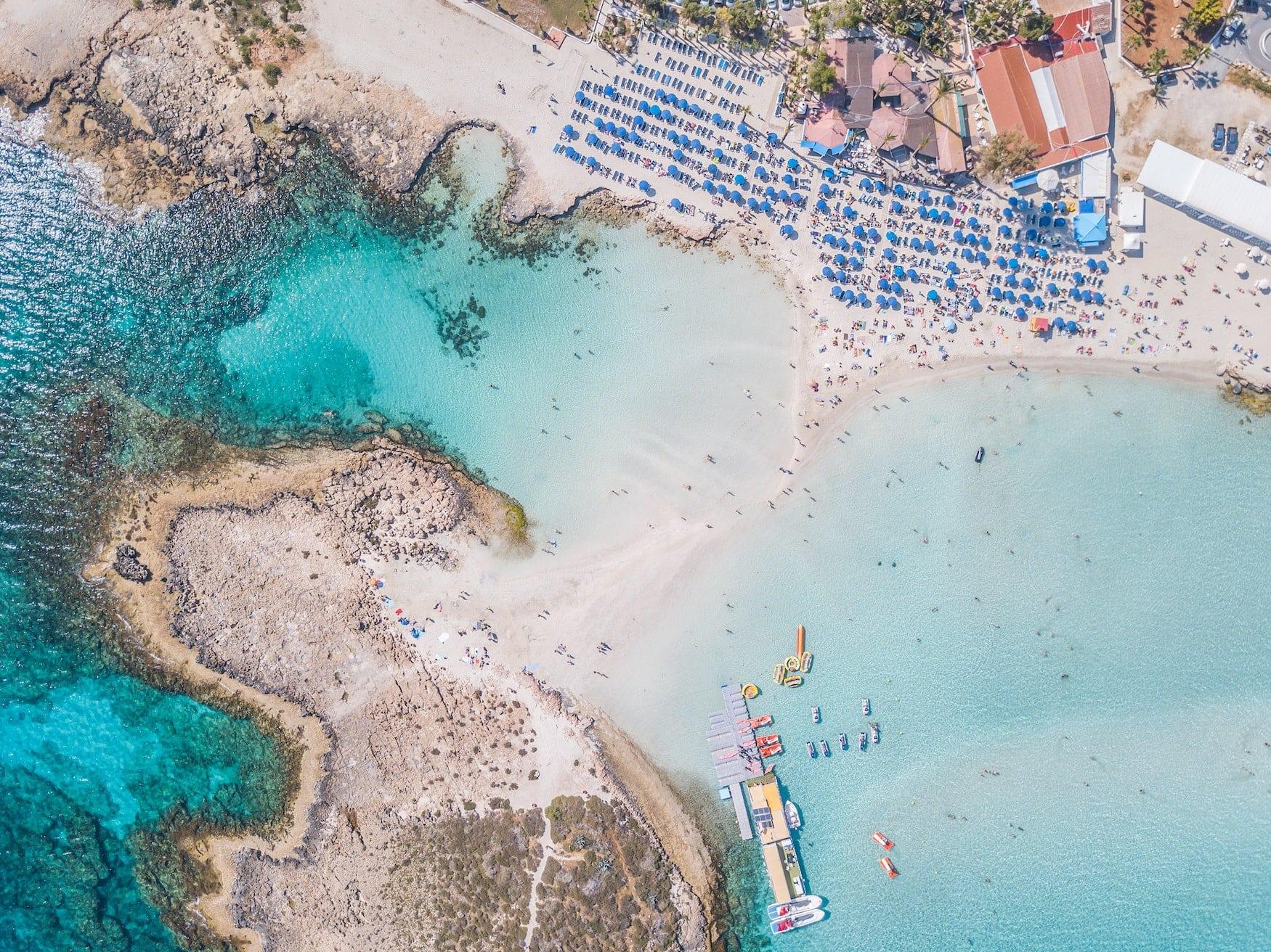 Insel vor dem Nissi Beach in Zypern