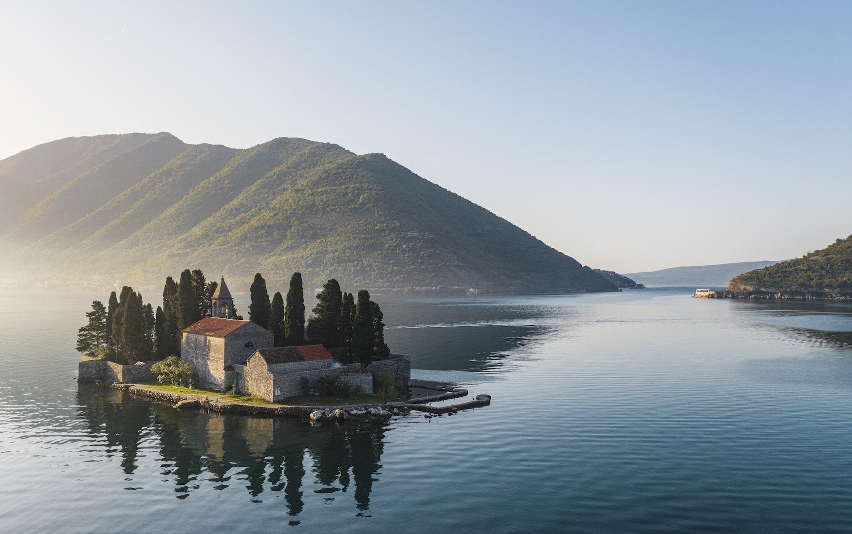 Church Island in der Nähe der Hoteleröffnung des One& Only Resort Portonovi im Frühjahr 2021
