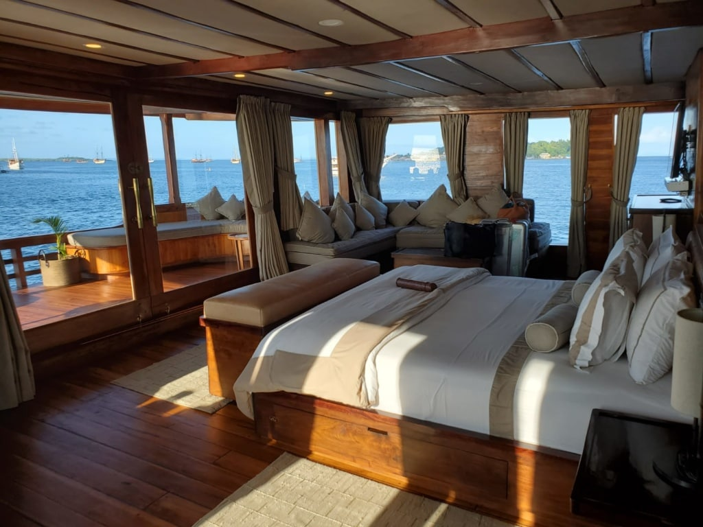 Die Suiten auf der Segelyacht Prana by Atzaro übertreffen jeden Schiffsstandard.