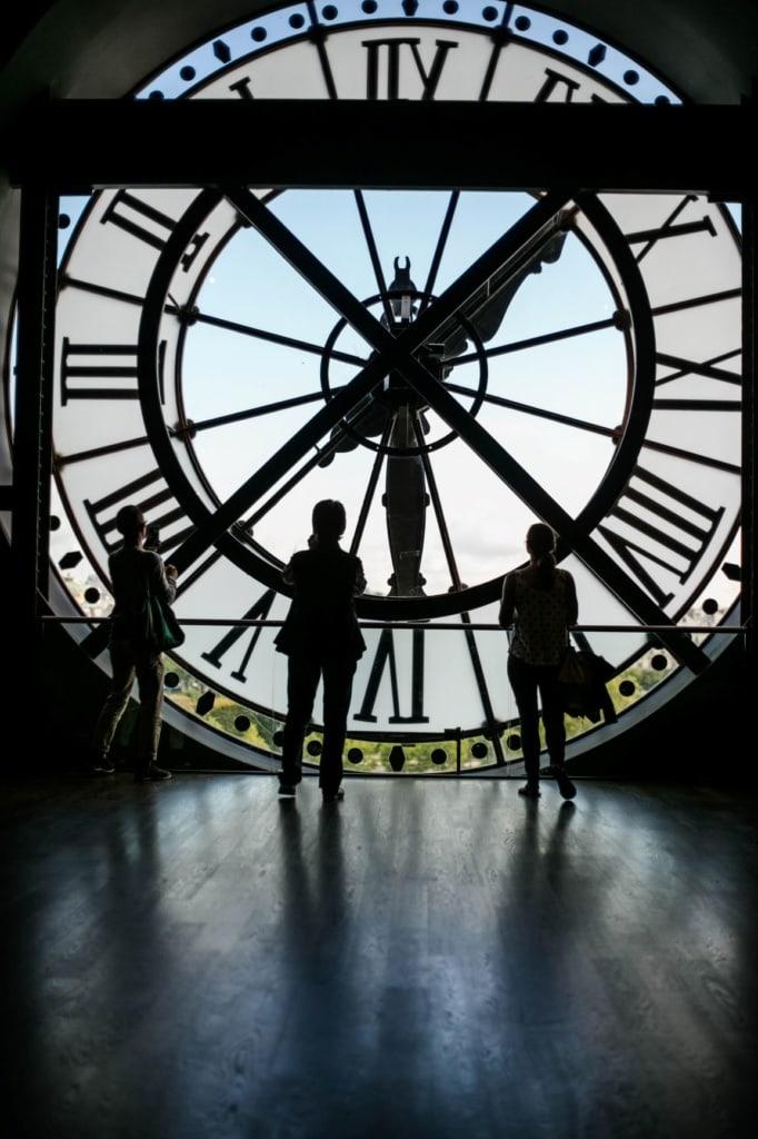 Riesen-Uhr im Musee d'Orsay in Paris