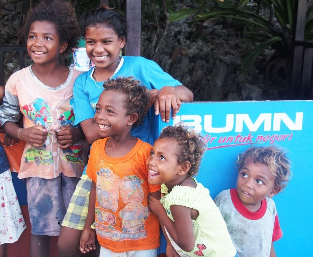 Kinder in Raja Ampat in West-Papua.