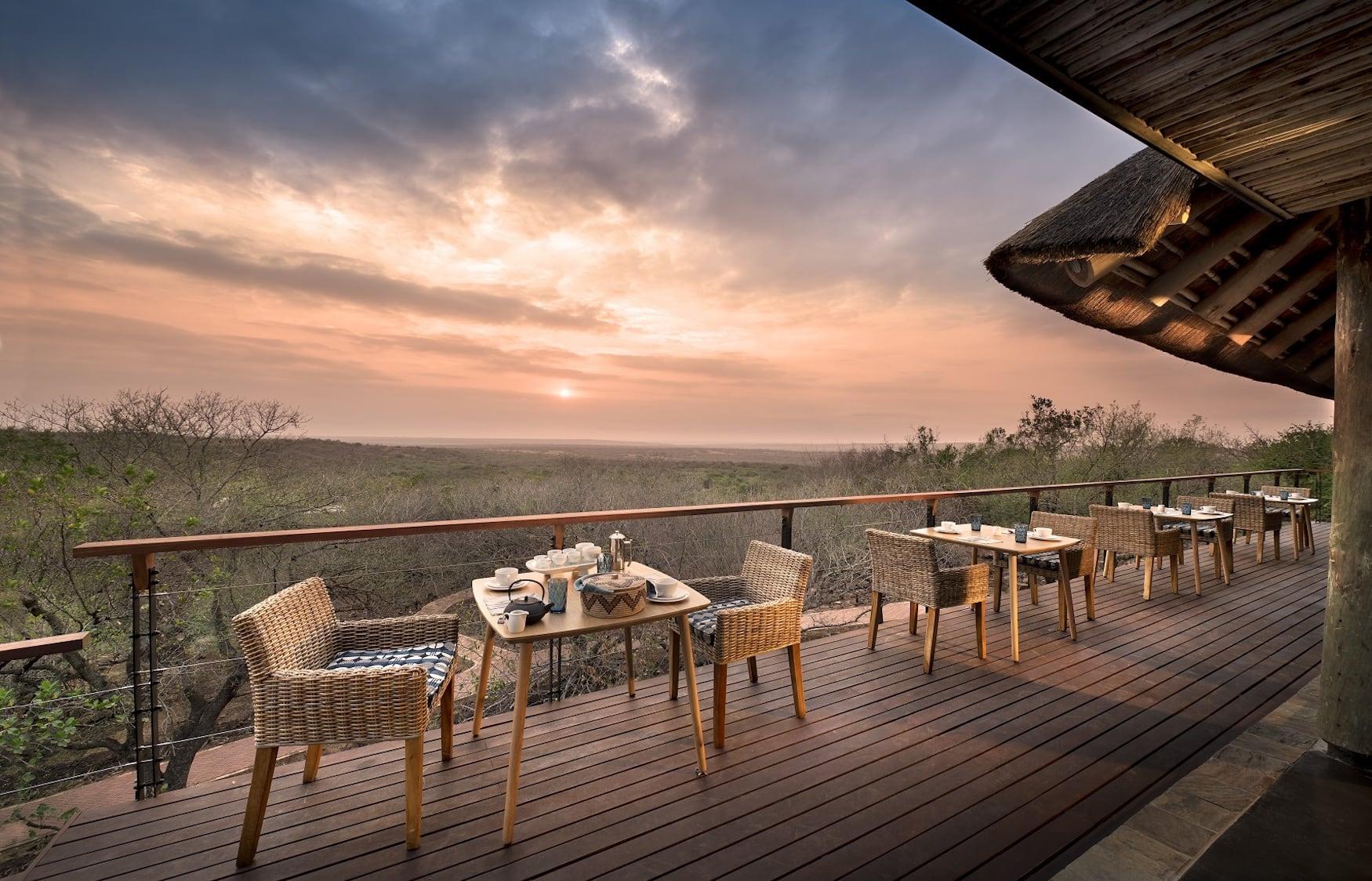Aussichten von der Dining Area der Phinda Mountain Lodge auf die umliegenden Landschaften