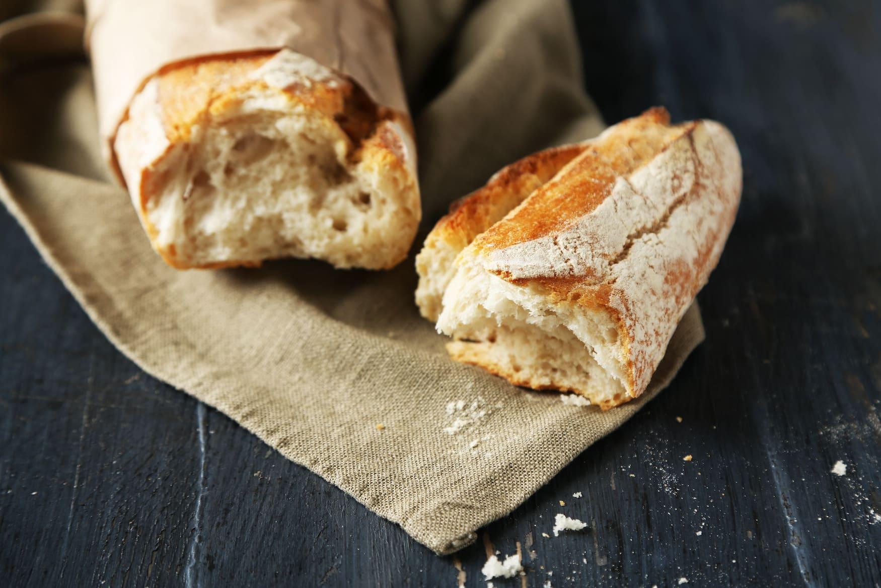 Frankreich-Knigge: Das Baguette niemals schneiden, sondern reißen!
