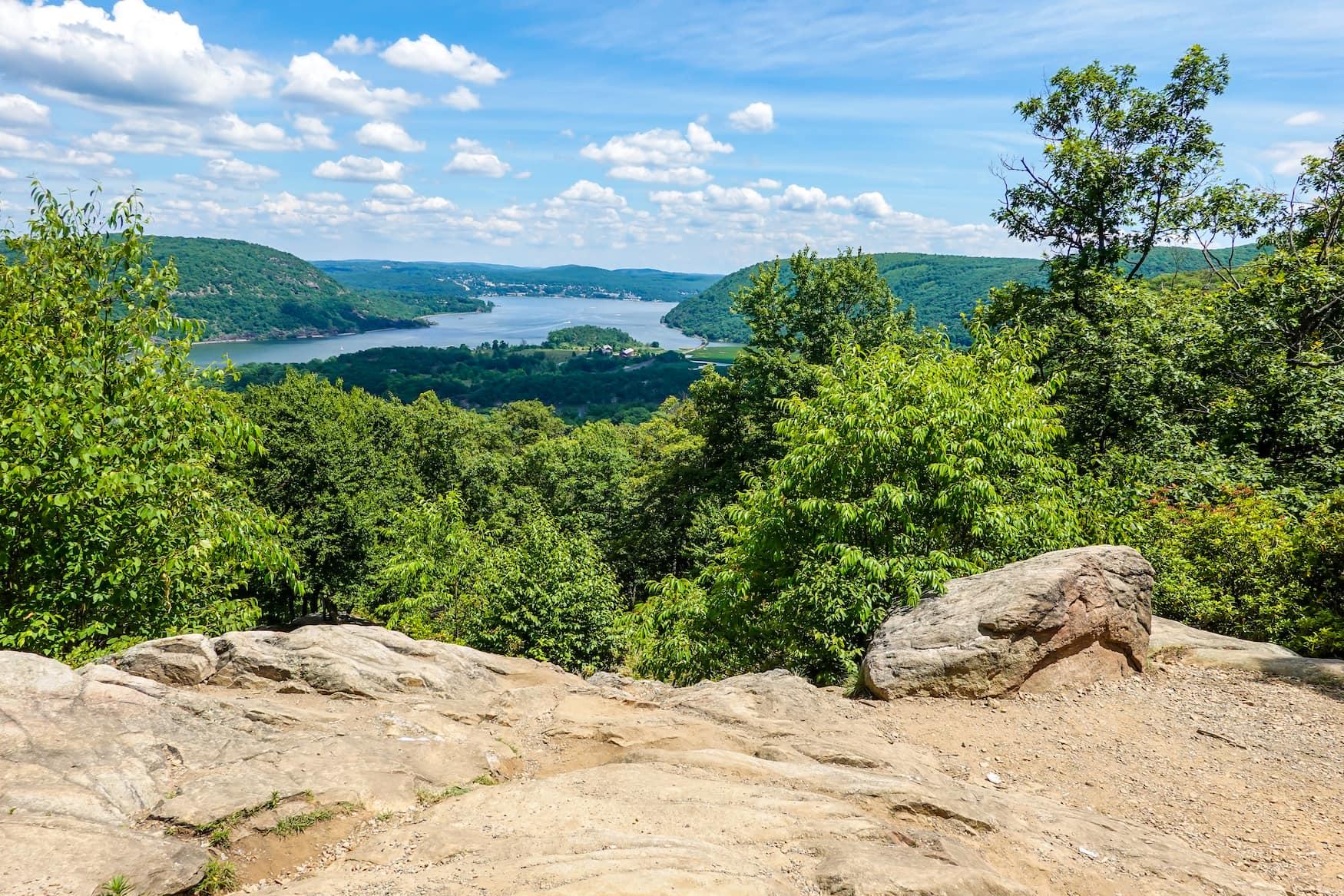 Blick vom Bear Mountain State Park auf den Hudson River