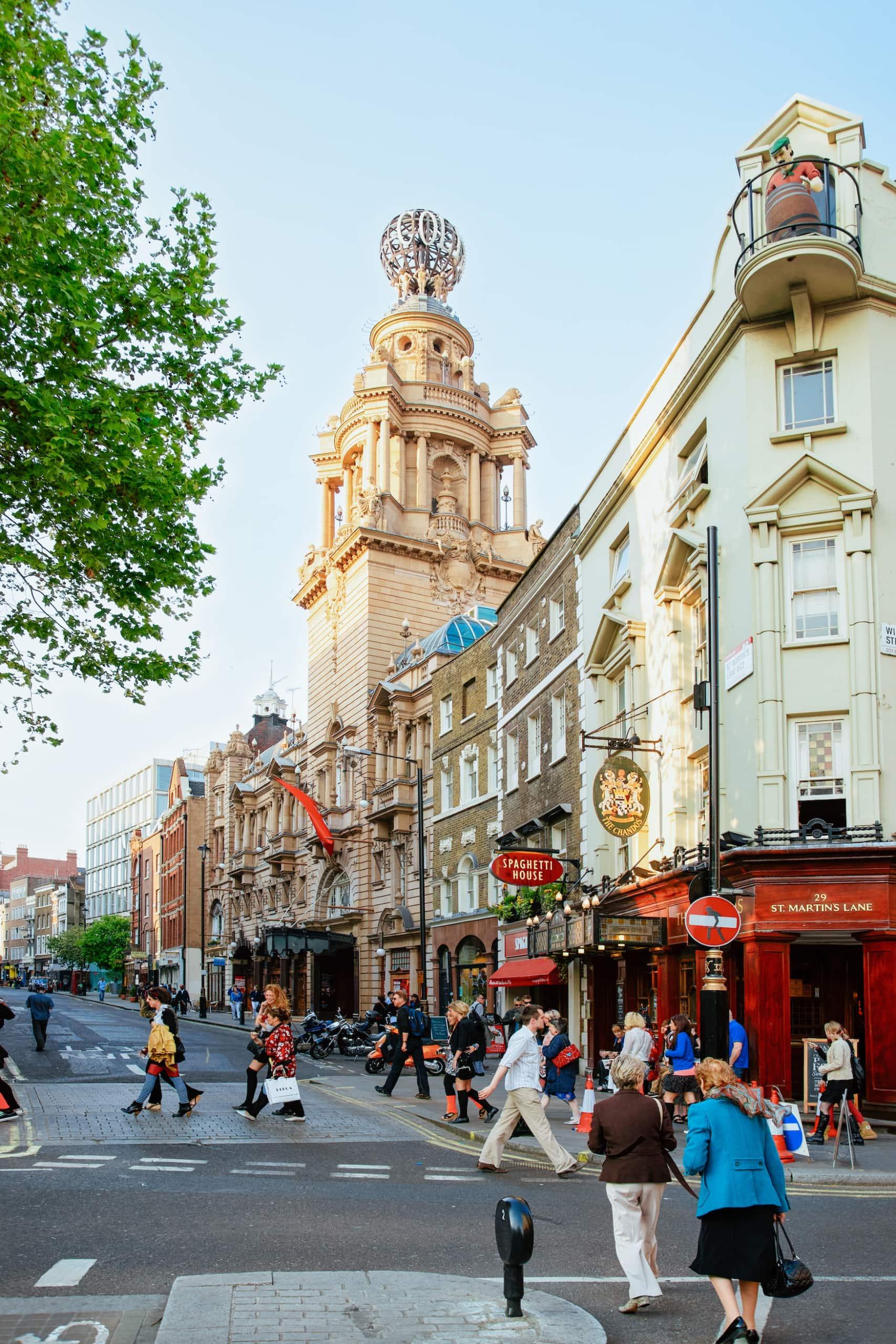 Bei einem Wochenende in London solltet ihr das British Opera and Ballet besuchen
