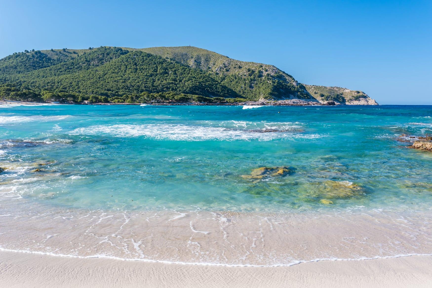 Strände auf Mallorca: Der Cala Agulla erinnert mit seinem türkisblauen Wasser an die Karibik