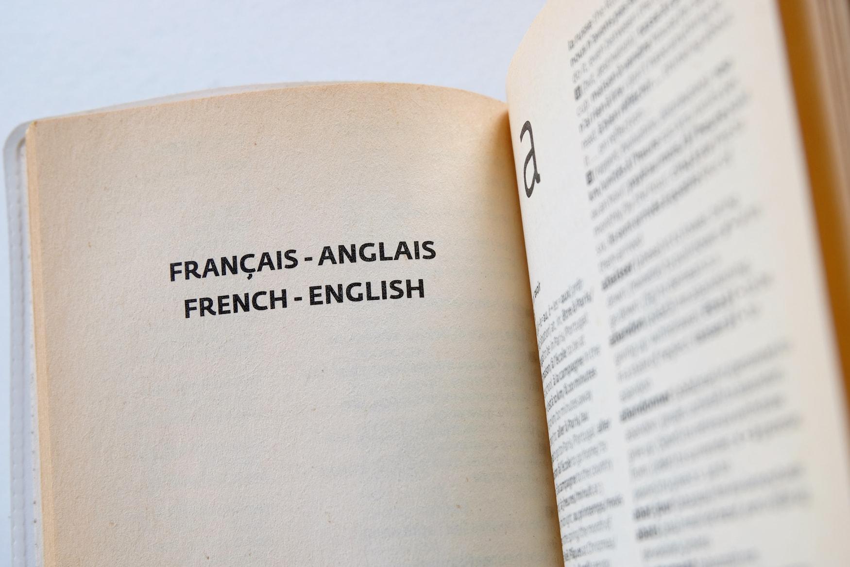 Seiten eines französisch-englischen Wörterbuchs