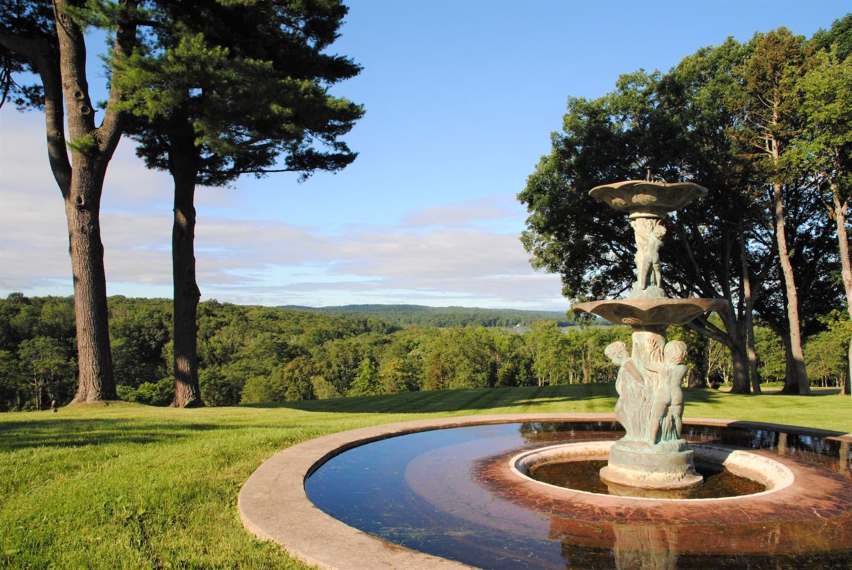 Aussicht auf die umliegende Landschaft der Glenmere Mansion