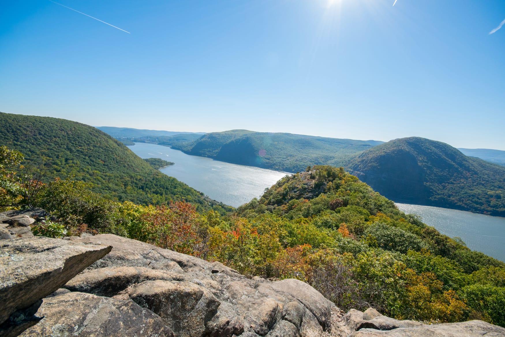 Blick über den Hudson River und das Hudson Valley im Herbst