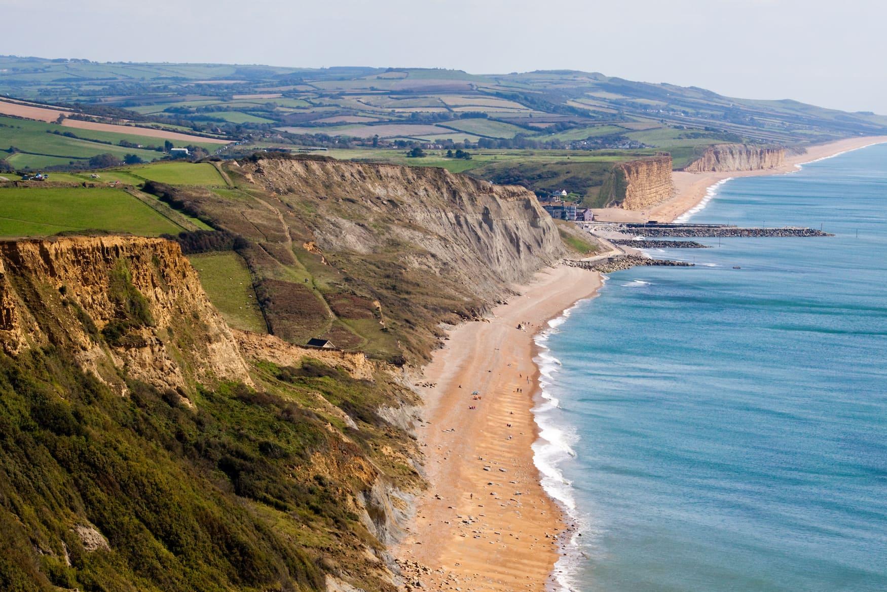 Küsten in England: Die steilen Klippen an der Jurassic Coast in Dorset haben schon oft als Drehort gedient