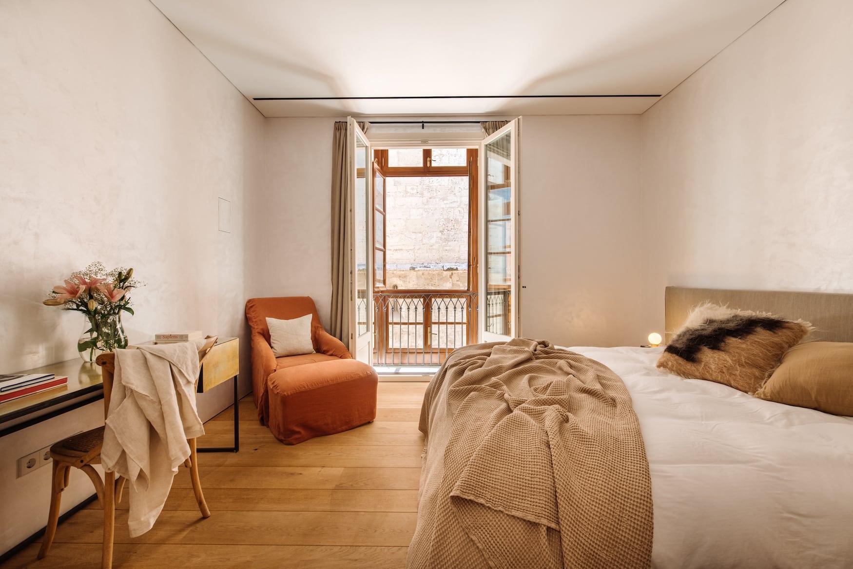 Schlafzimmer in Erdtönen