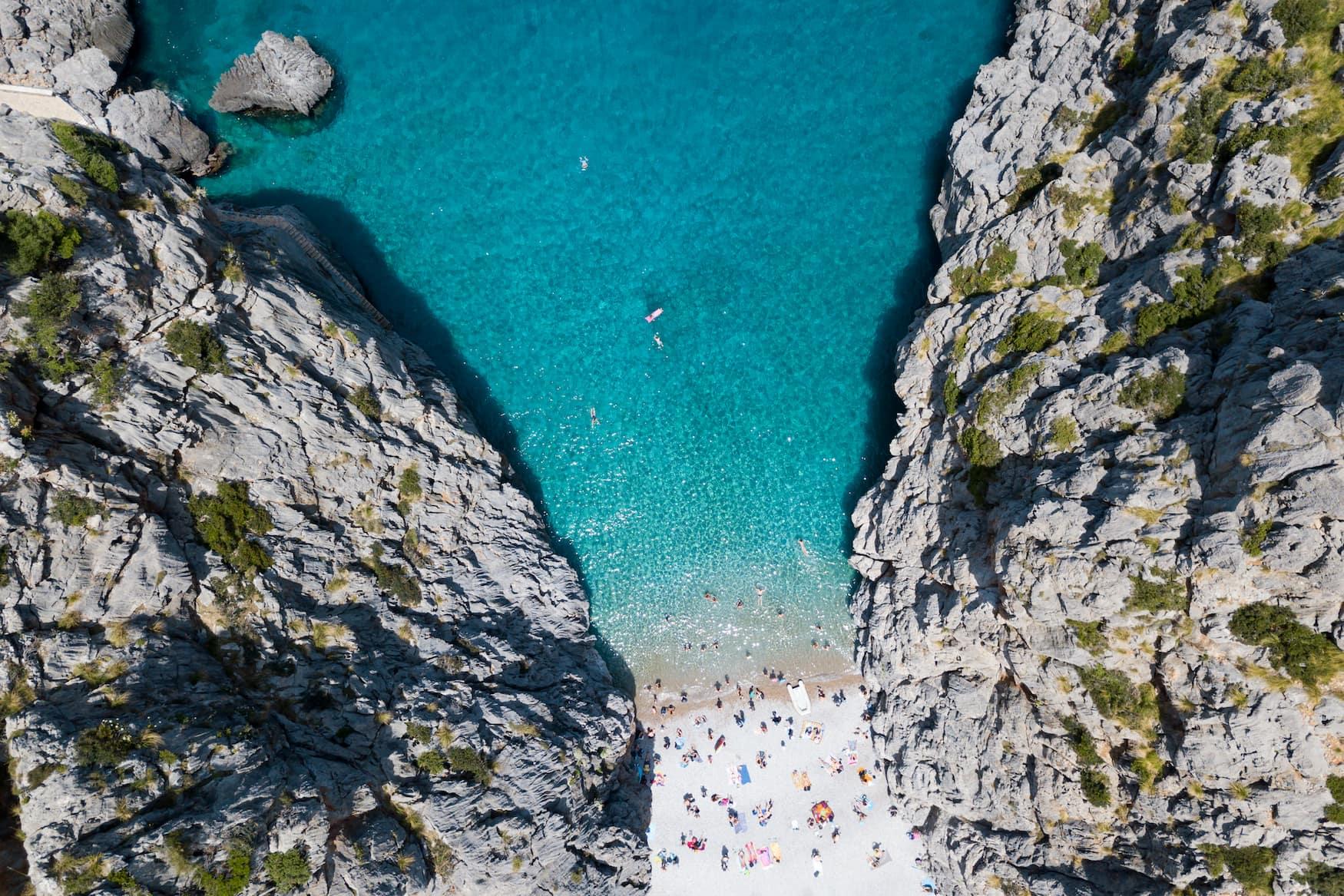 Die Bucht Sa Calobra auf Mallorca aus der Vogelperspektive