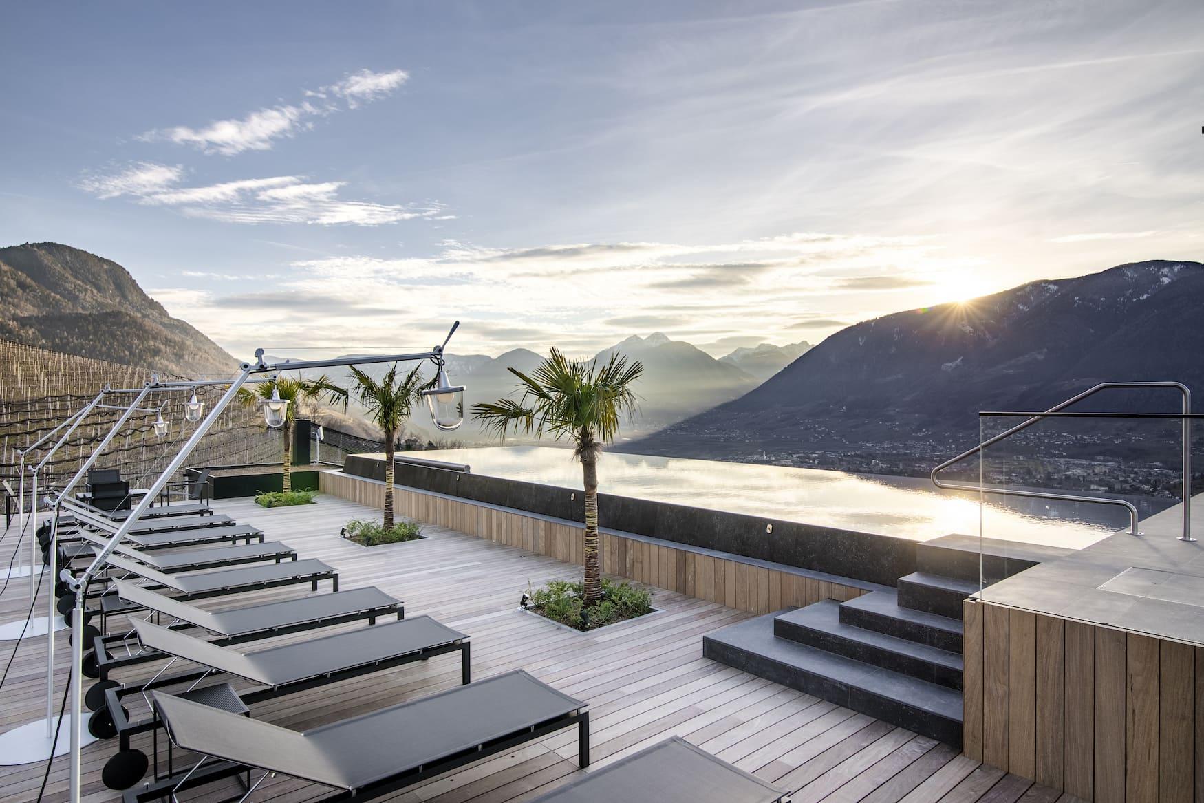 Dachterrasse des Apartment 7 mit Blick über Südtiroler Landschaften