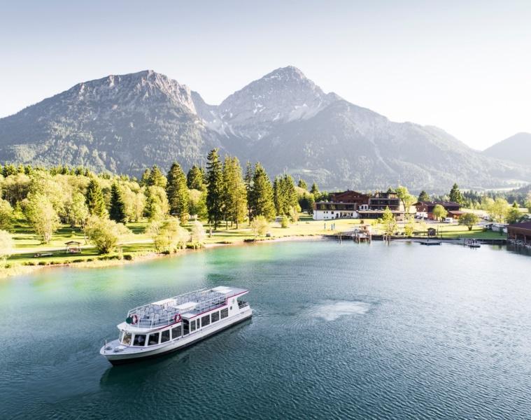 Der Heiterwanger See ist zusammen mit dem Plansee Tirols zweitgrößte Wasserfläche.