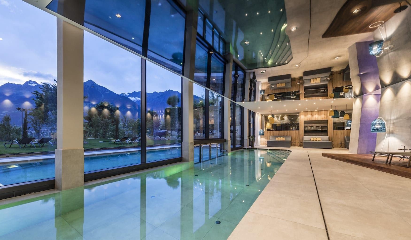 Spat-Bereich mit Blick nach draußen im Schenna Resort Rosengarten