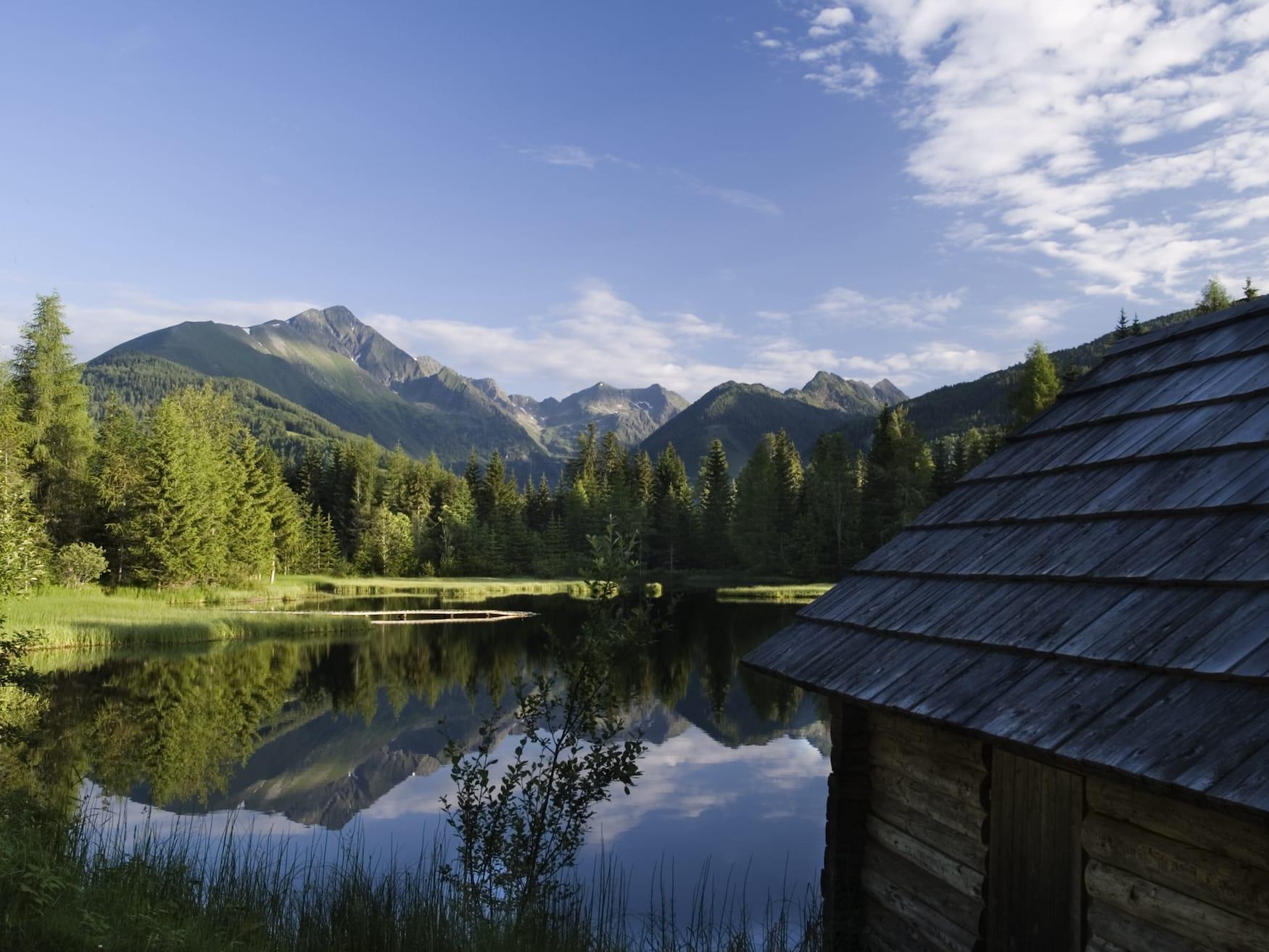 Blick auf den Preber vom Schattensee am frühen Morgen