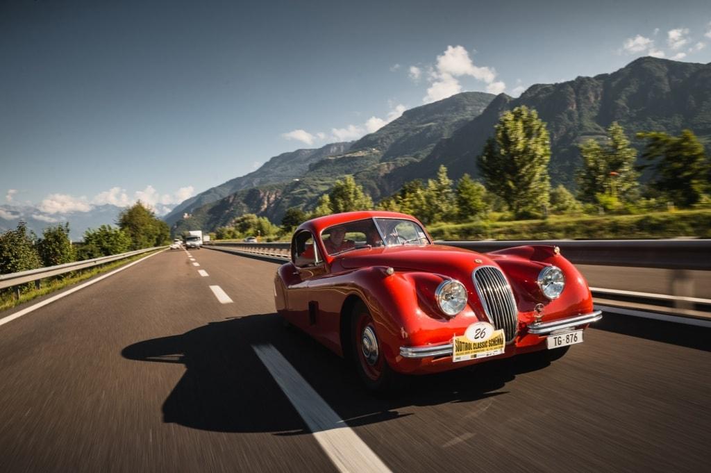 Alle Farben und Formen von Oldtimern sind bei dieser Rallye in Südtirol vertreten!