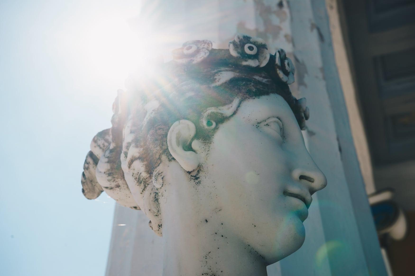 Statue einer Muse im Achillion-Palast auf der Insel Korfu Griechenland