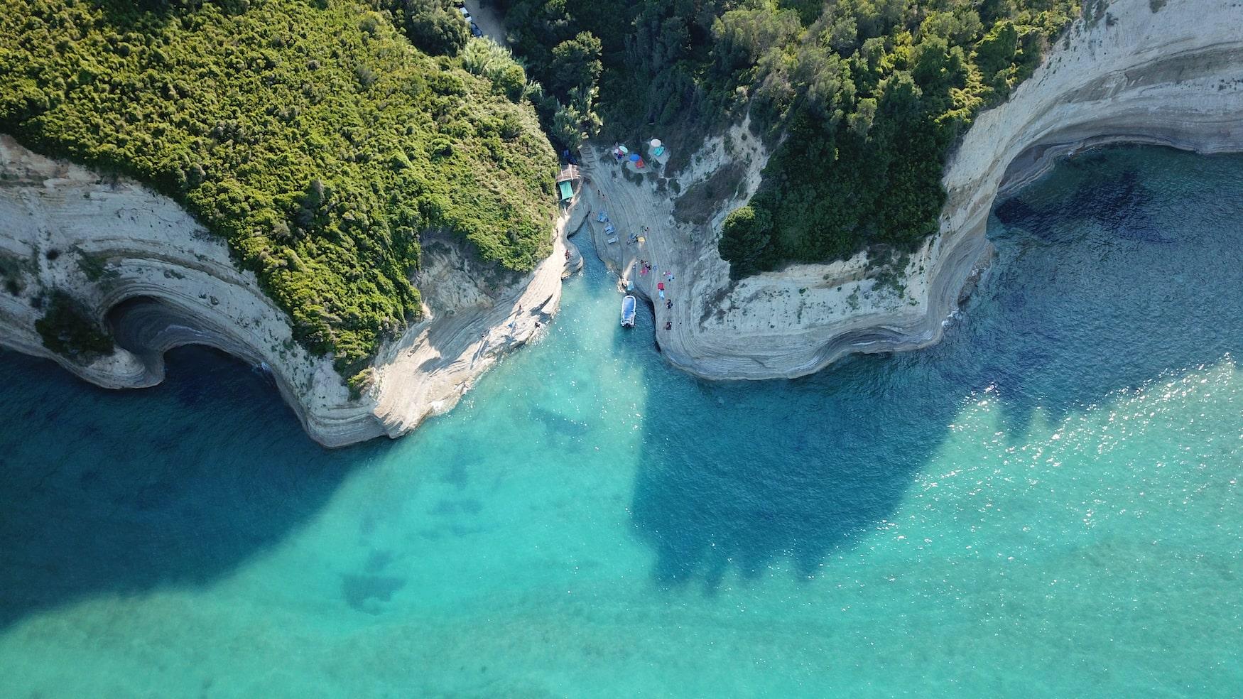 Luftaufnahme einer Bucht auf Korfu, Griechenland