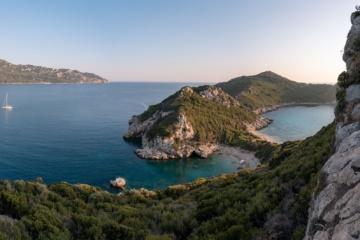 Grüne Bucht auf der griechischen Insel Korfu