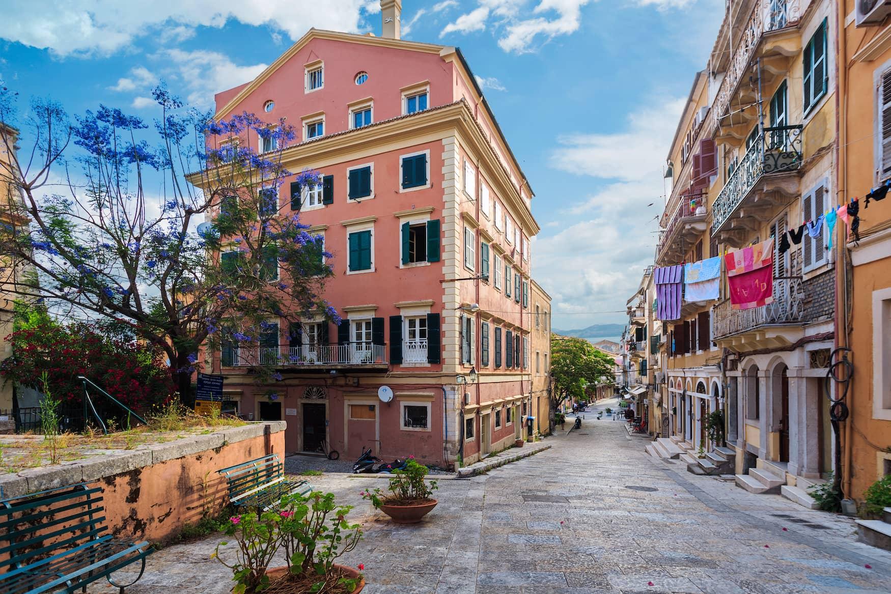 Durch die Straßen der Altstadt von Korfu zu schlendern gehört definitiv zu unseren Korfu Tipps