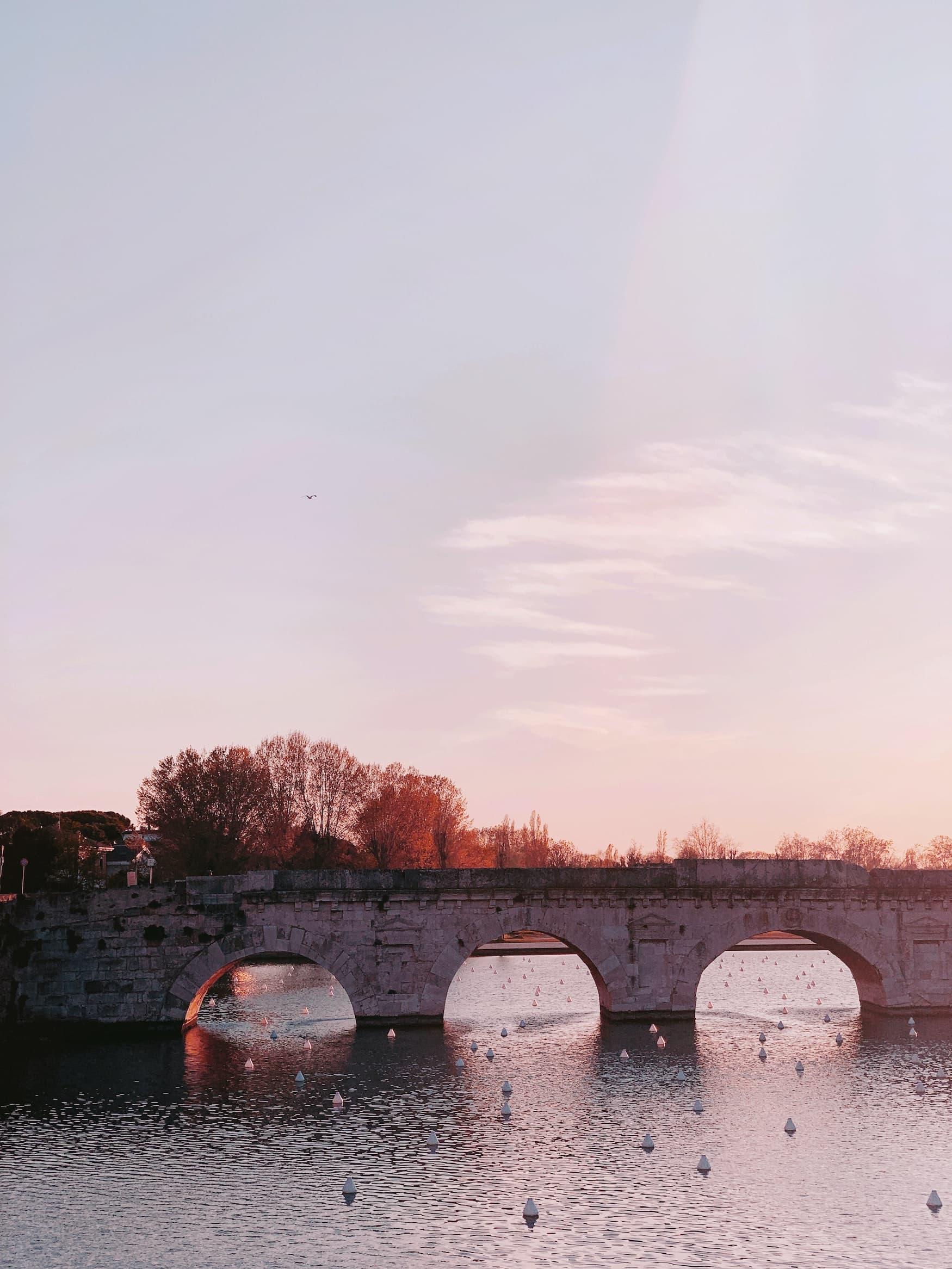 Tiberiusbrücke bei Sonnenuntergang
