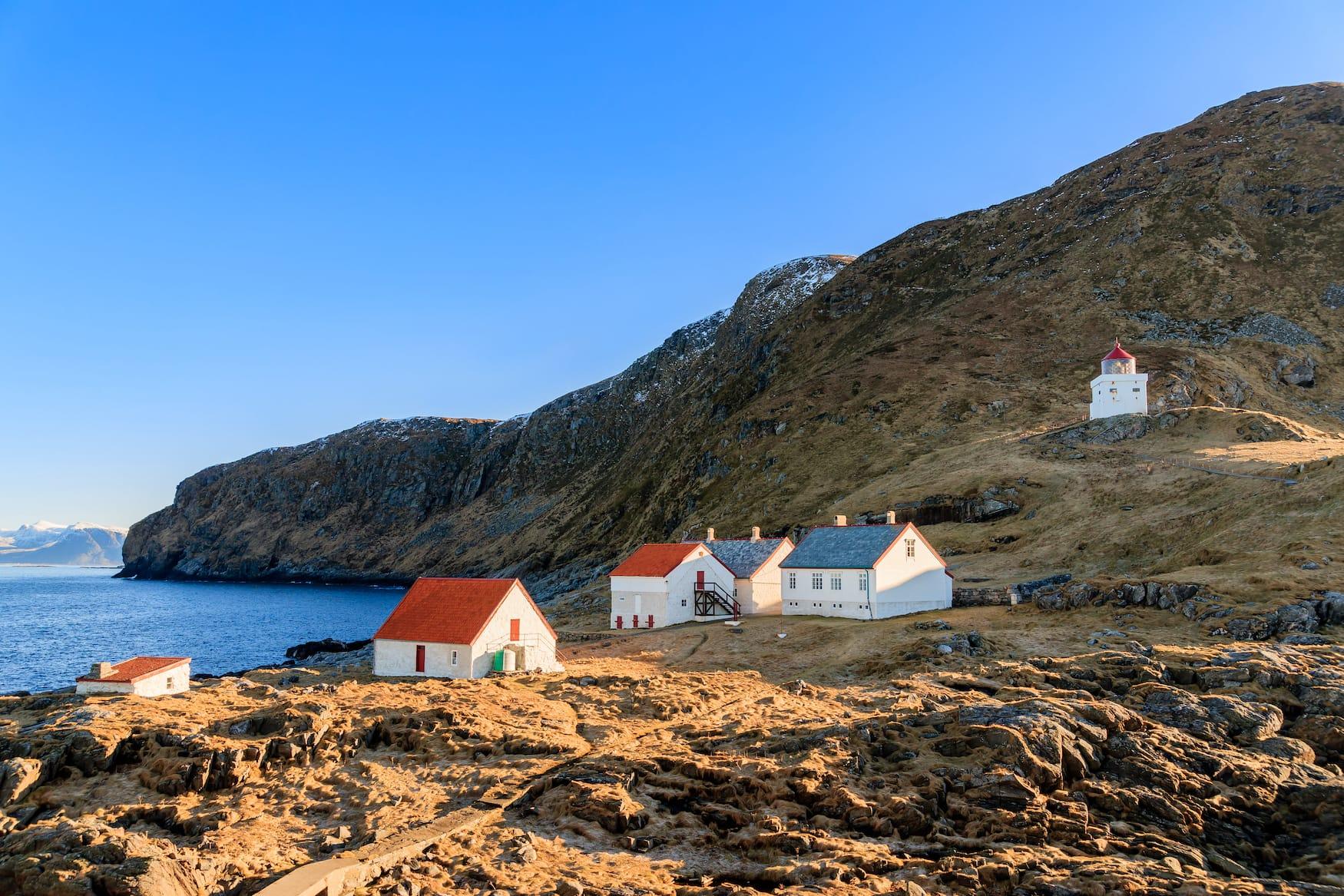Leuchtturm auf der Vogelinsel Runde in Norwegen
