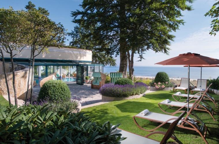 Liegewiese im Garten des Travel Charme Strandhotel Bansin