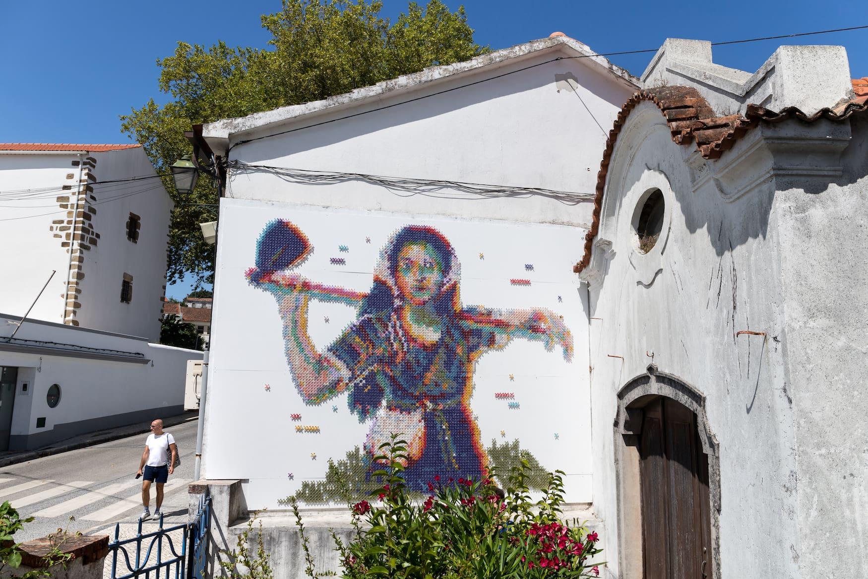 Street-Art des Künstlers Aheneah im Centro de Portugal