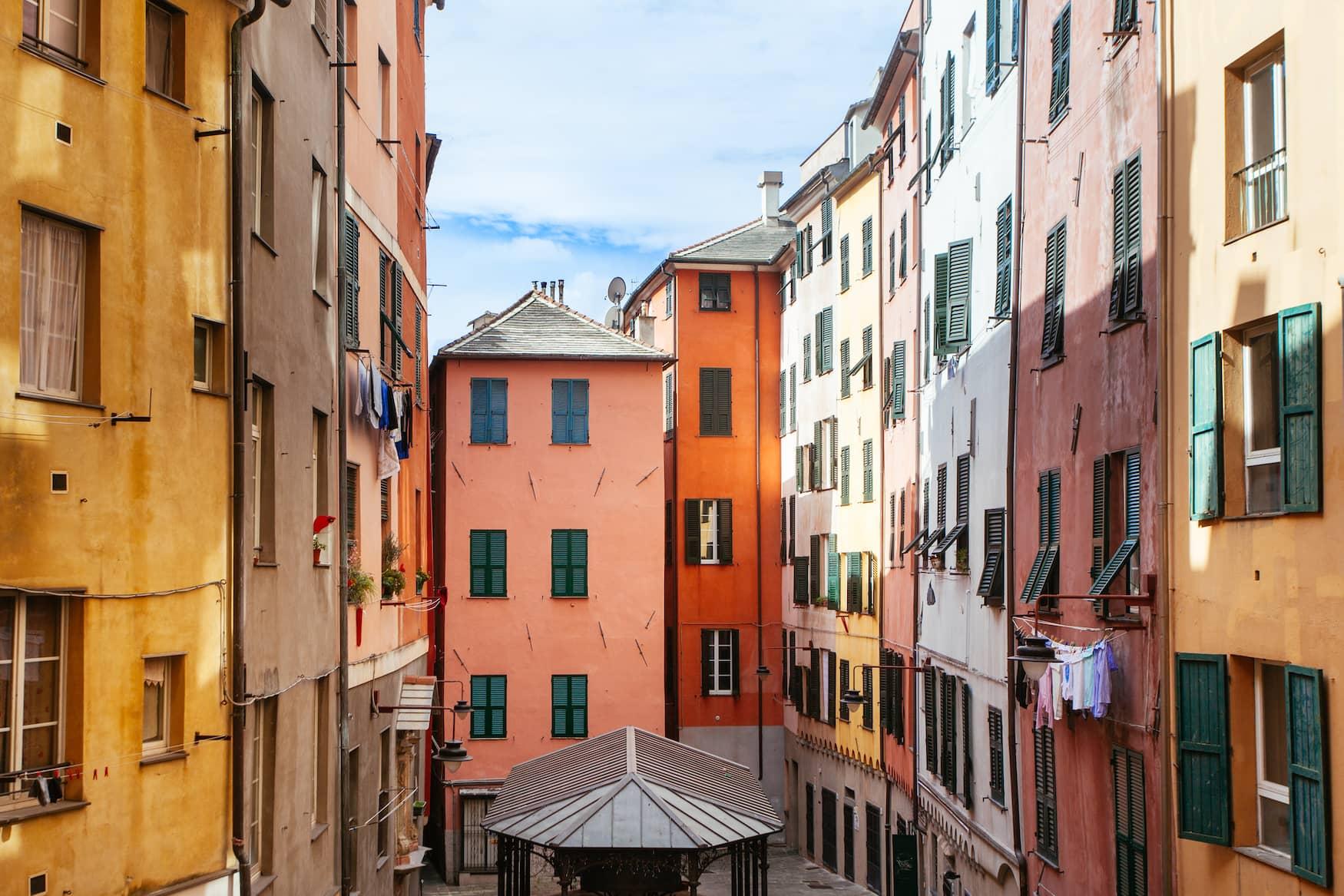 Bunte Häuser in der Altstadt von Genua