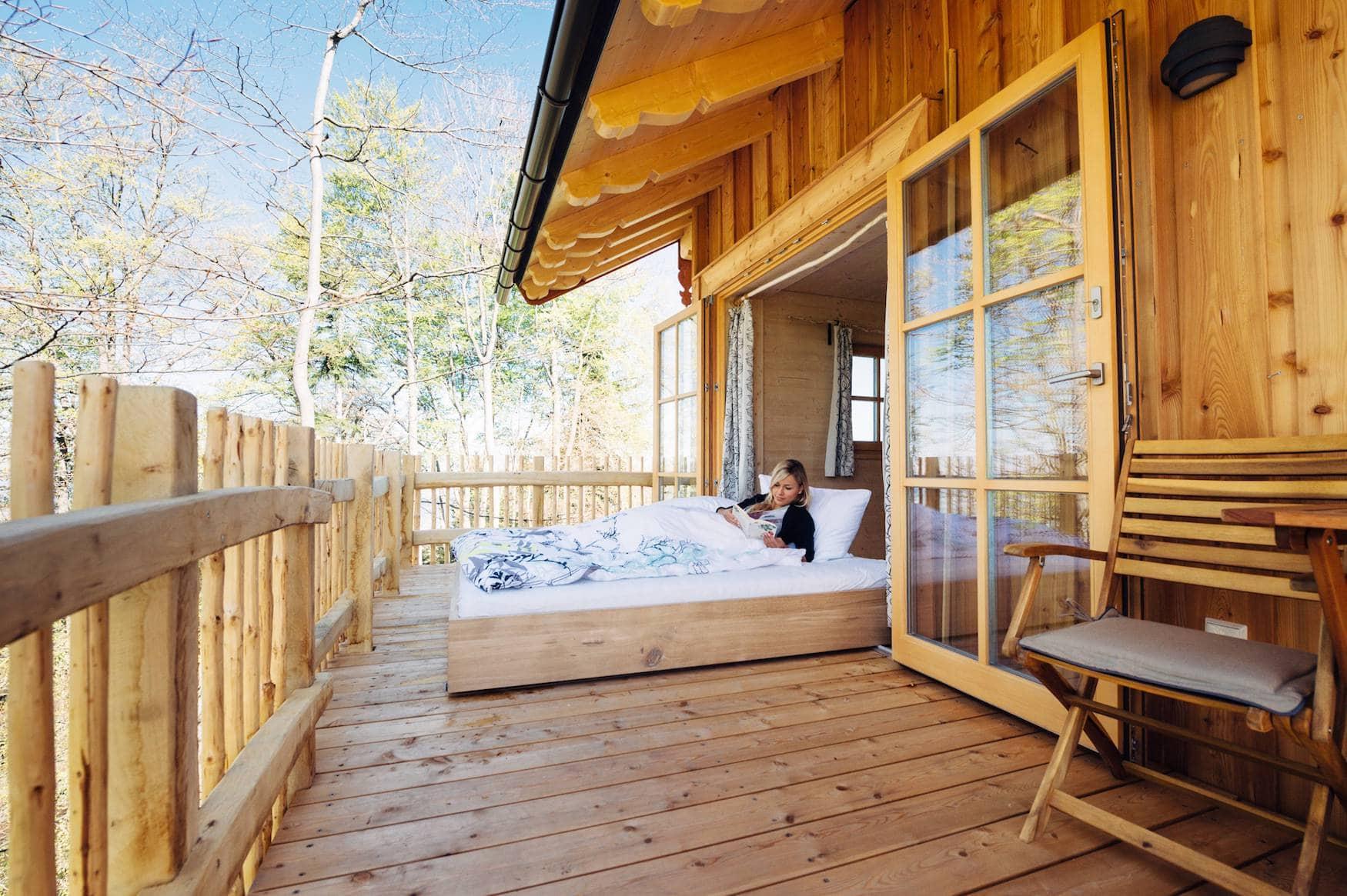 Schlafen unter freiem Himmel im Baumhaus Samerberg