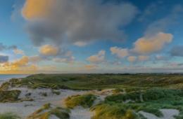 Meer, Dünen und Leuchtturm in Lyngvig, Dänemark