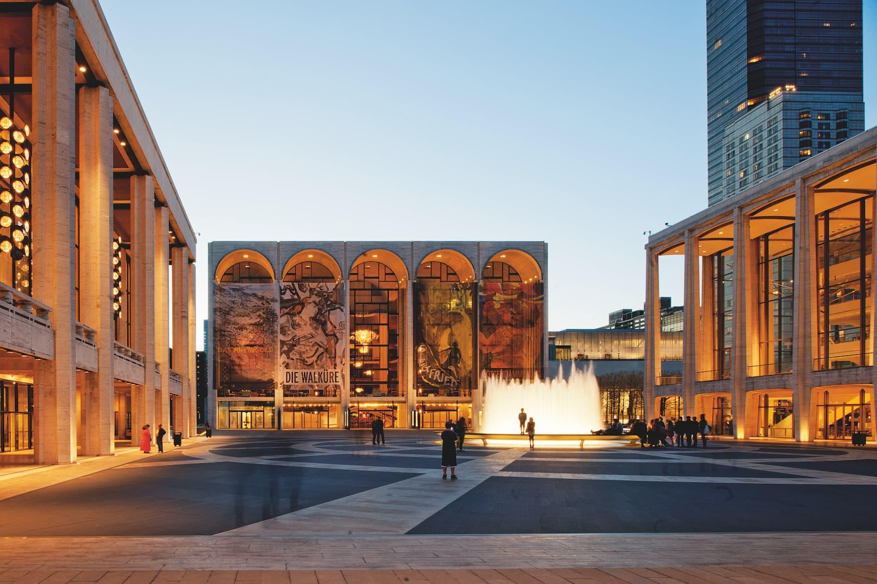 Vorplatz des Metropolitan Opera House in New York City