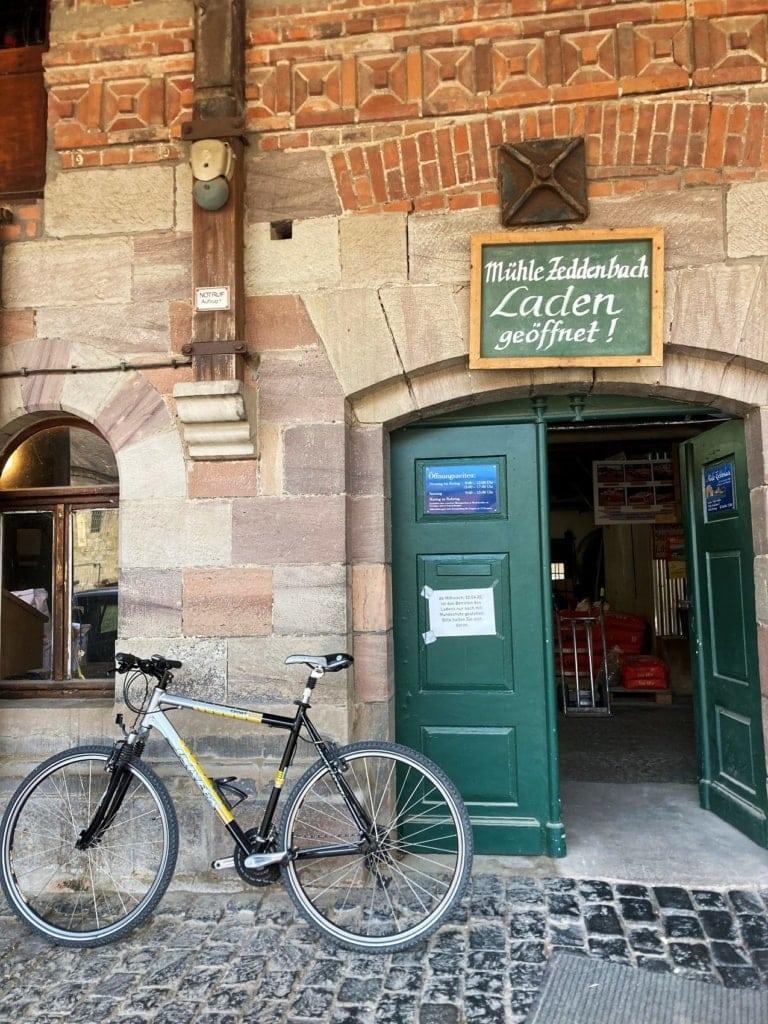 Entlang des Unstrut-Radweges warten kleine Mühlen mit Gelegenheiten zur Pause.
