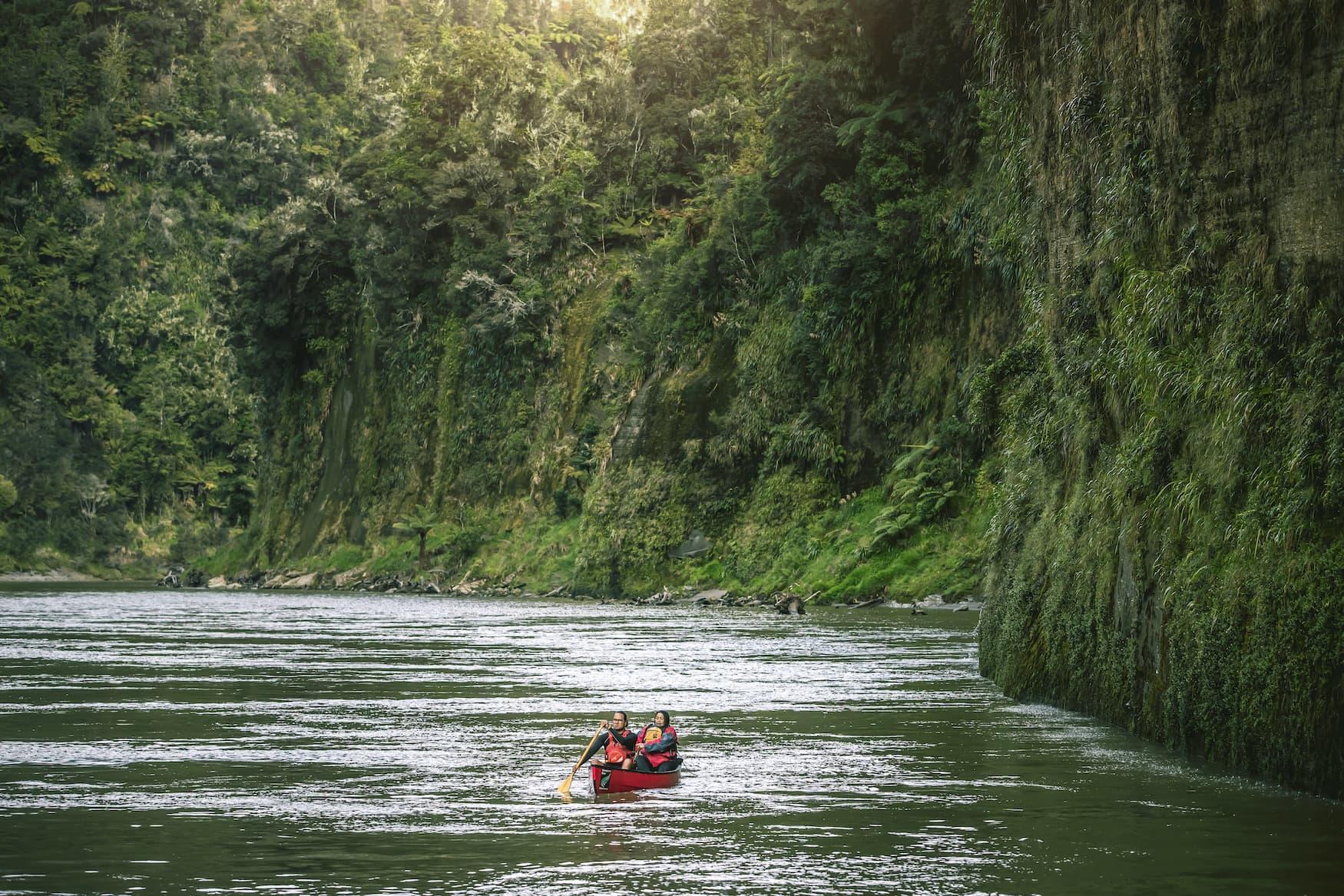 Kajakfahrer auf dem Whanganui-River in Neuseeland
