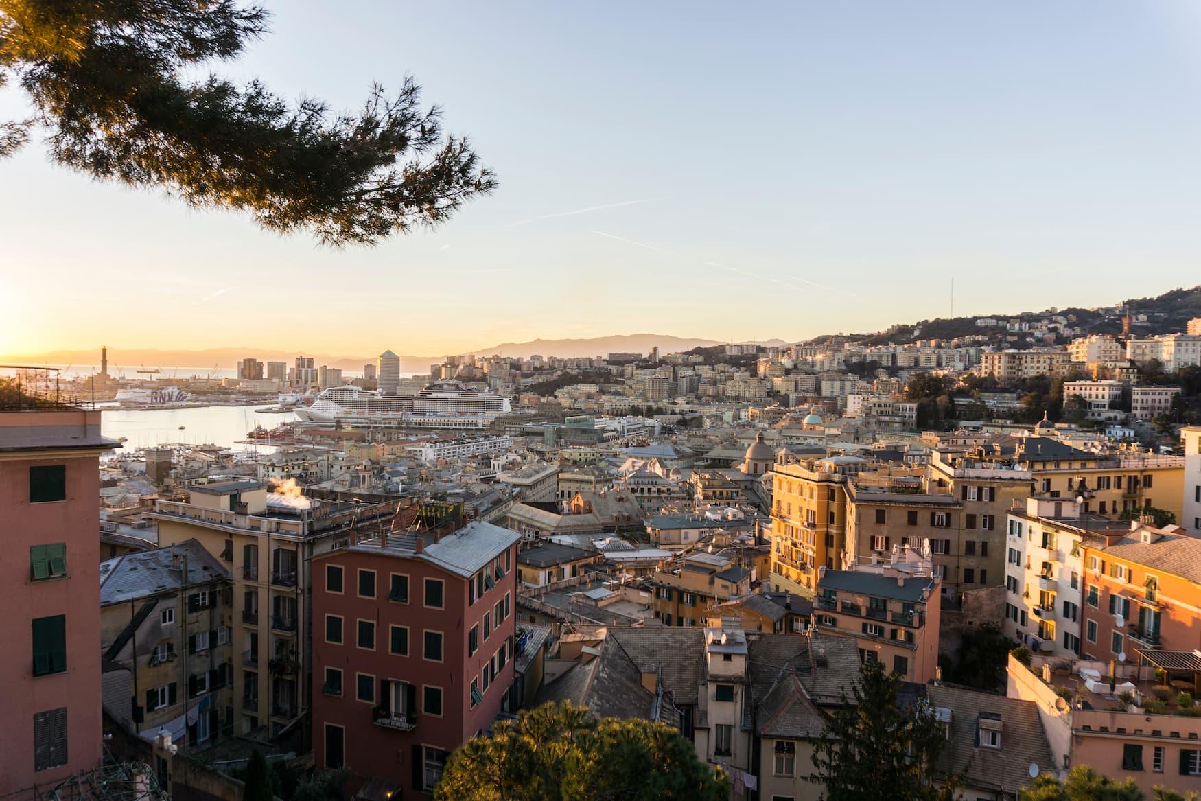 Aussicht über Genua bei Sonnenuntergang